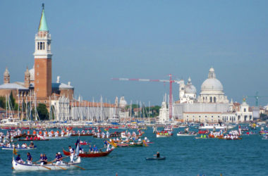 The Vogalonga: the best places to watch the regatta